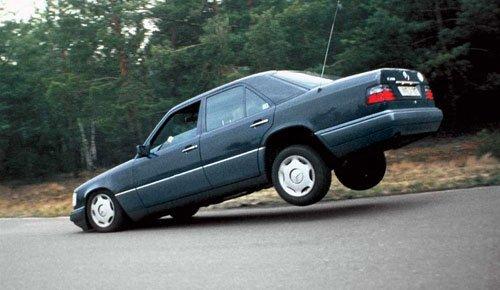 Результат резкого торможения и неисправных амортизаторов на автомобиле