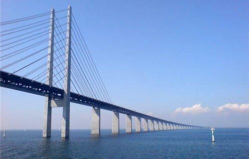 Мост через пролив Эресунн, соединяющий Данию и Швецию