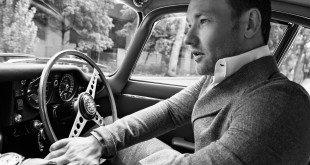 мужчина за рулем