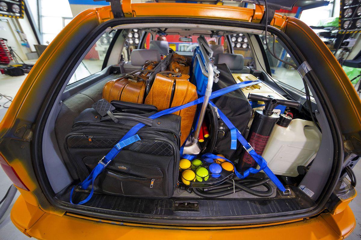Перевозка багажа в багажнике
