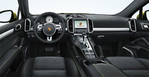 Porsche Cayenne GTS вид водителя