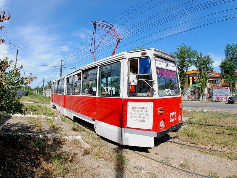 Трамвай на путях