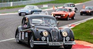 Первые в России кольцевые гонки ретромобилей