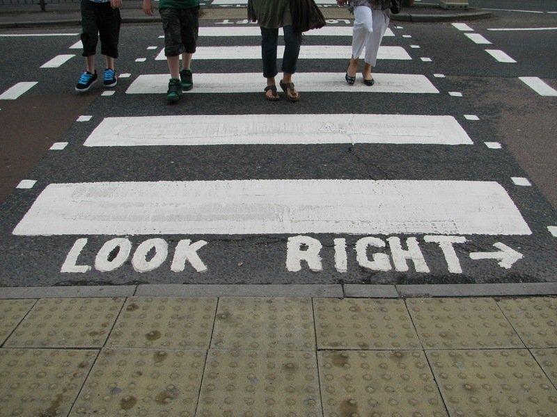 Пешеходный переход в странах с левосторонним движением