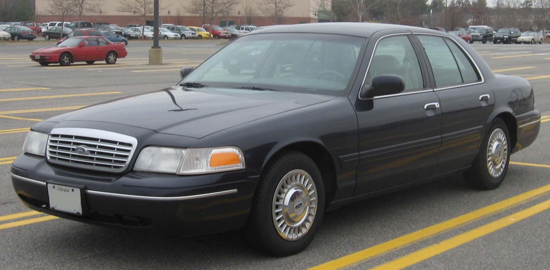 Ford Crown Victoria 2002 года выпуска