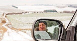 Так выглядит Джеймс Мэй, отражаясь в зеркале Нивы