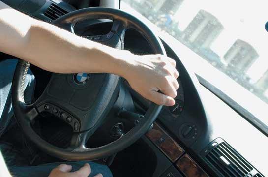 Управление легковым автомобилем BMW, оборудованным системой ГУР