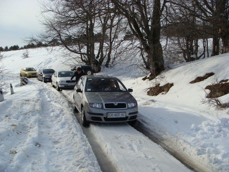 Движение на автомобиле по колее зимой