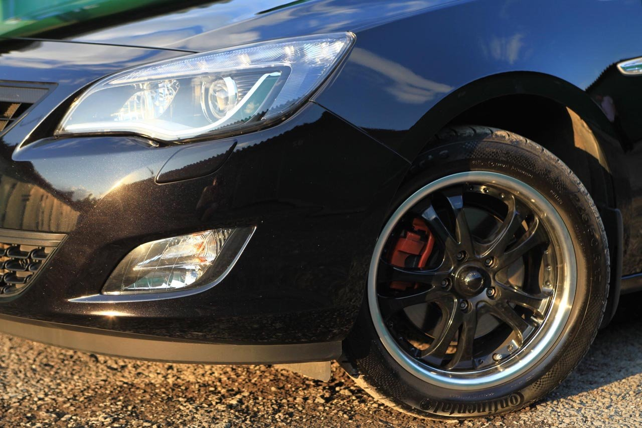 Лакокрасочное покрытие Black Sapphire на новом автомобиле