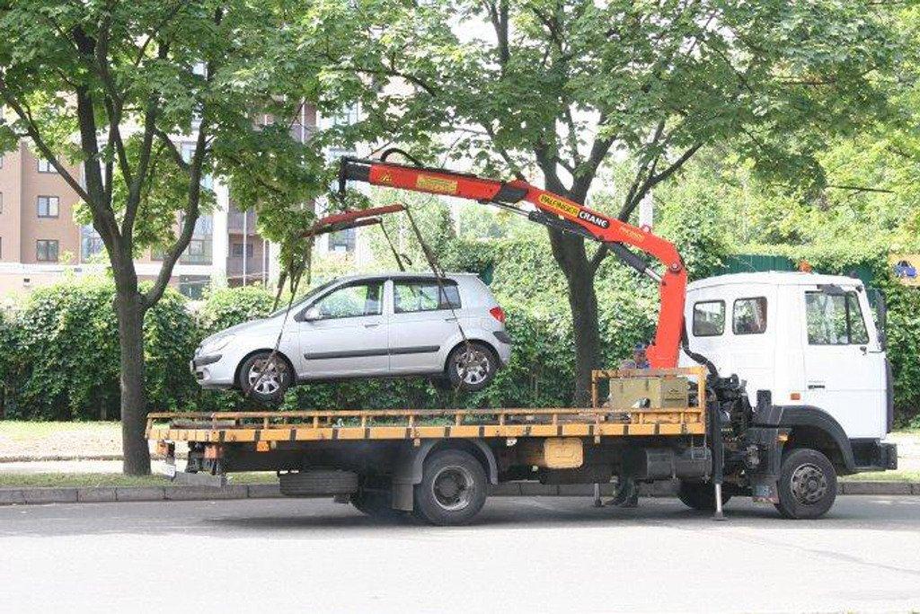 Эвакуация автомобиля с обочины за нарушение ПДД