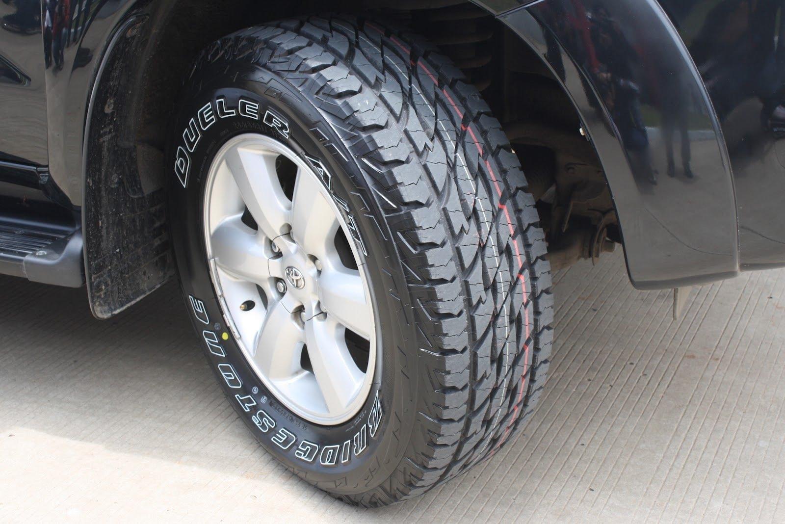 Bridgestone Dueler A/T 697 225/75 R15