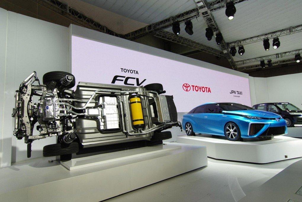 Конструкция водородного седана Toyota FCV