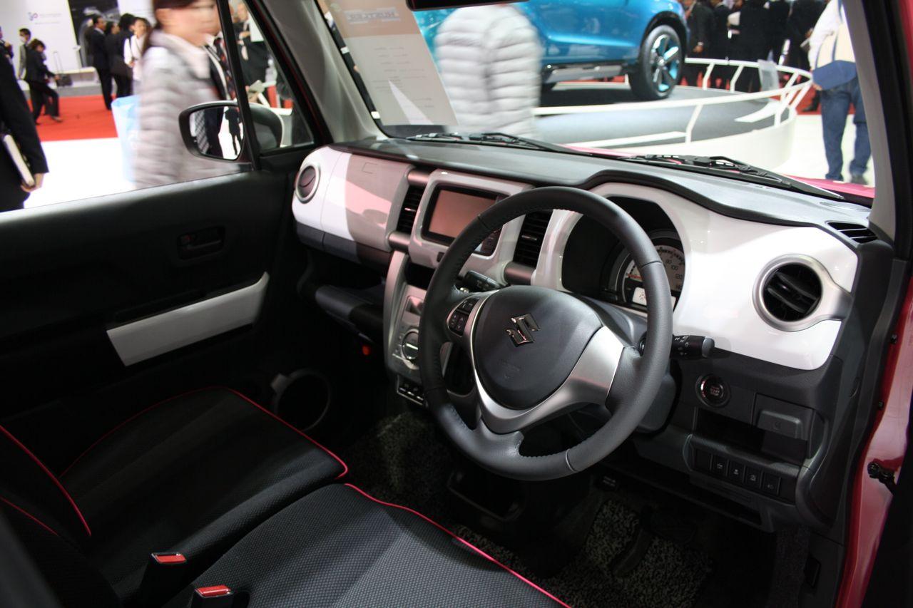 Салон автомобиля Suzuki Hustler