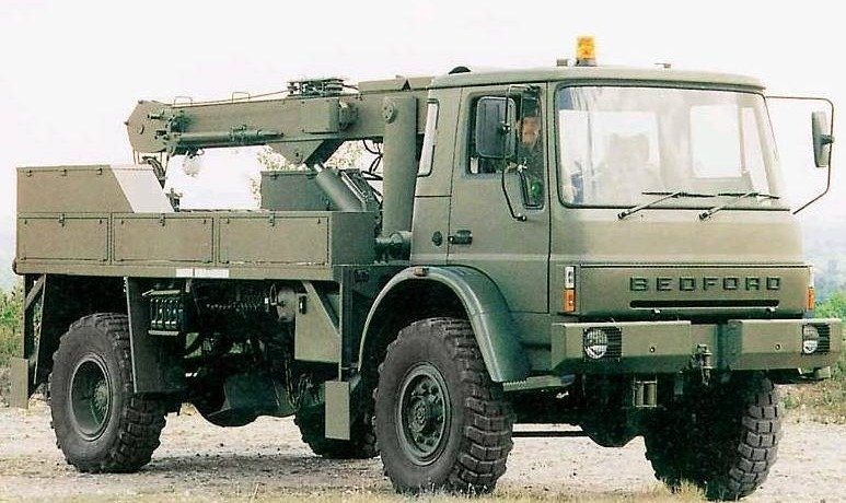 Английский грузовик-манипулятор Bedford