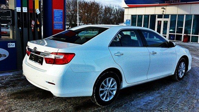 Toyota Camry, цвет белый