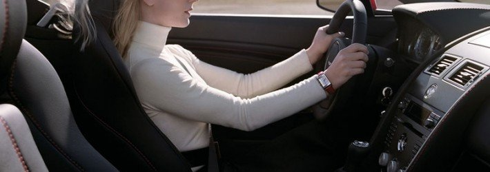 За рулем женщина