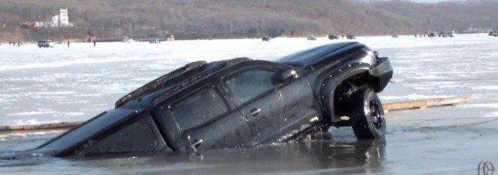 Если машина провалилась под лед