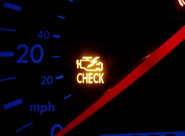 Индикатор Check Engine на приборном щитке