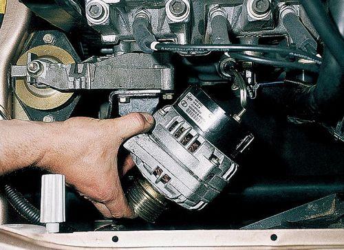 Демонтаж генератора из подкапотного пространства ВАЗ 2110