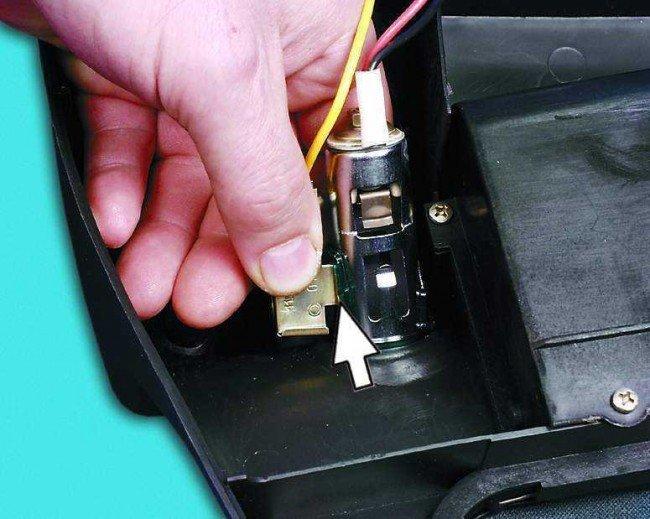 Извлечение прикуривателя и световода ВАЗ 2110