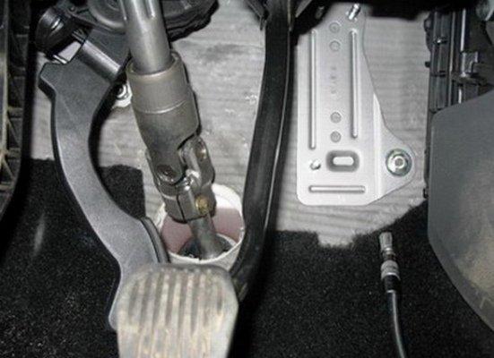 Педаль газа Форд Фокус 2 откручена