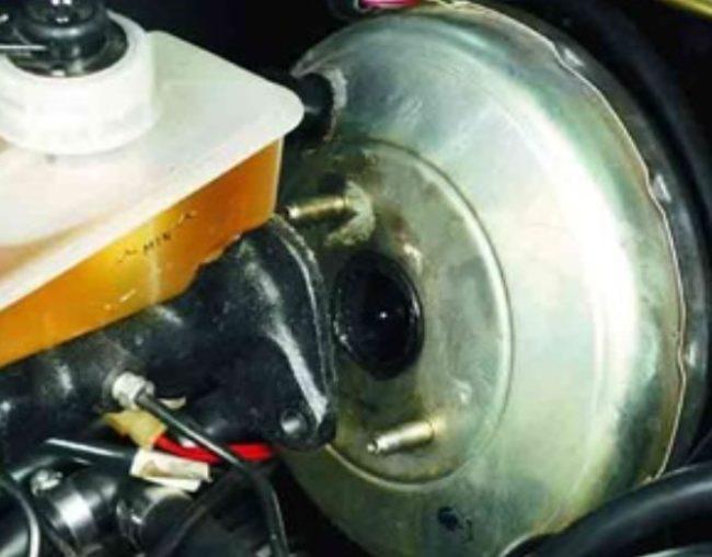 Главный тормозной цилиндр ВАЗ 2110 отодвигается от ВУТа