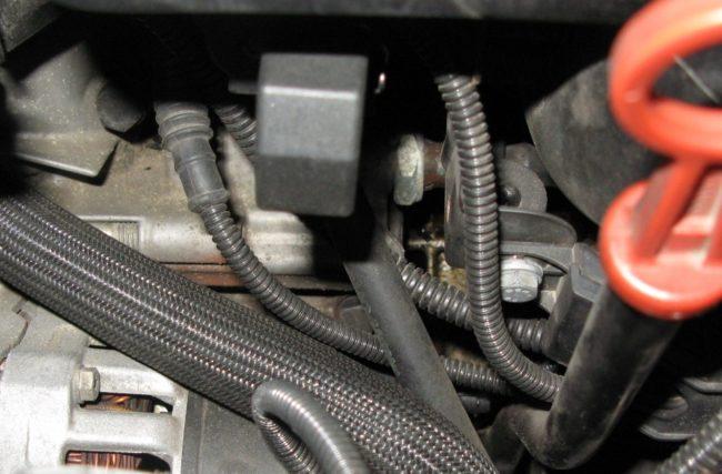 Маслопровод двигателя