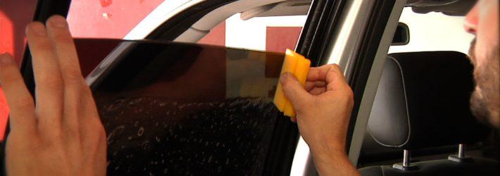 Наклеивание тонировки на стекло автомобиля