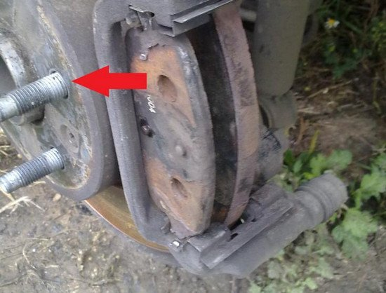 Замена задних тормозных колодок Шевроле Круз