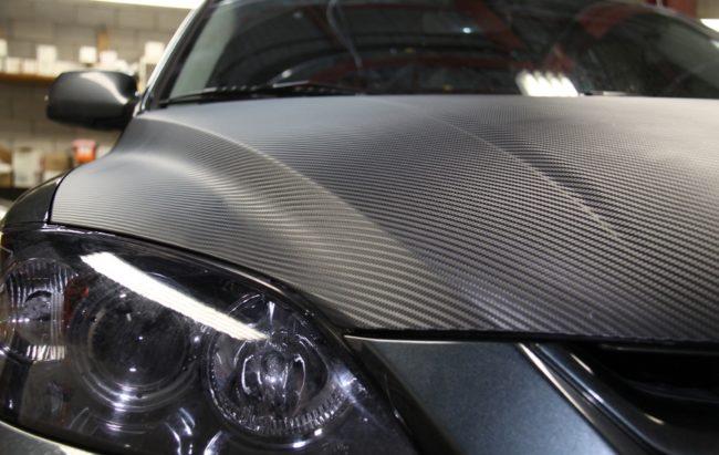 Автомобиль с карбоновой плёнкой