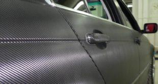 Карбоновая пленка на автомобиле