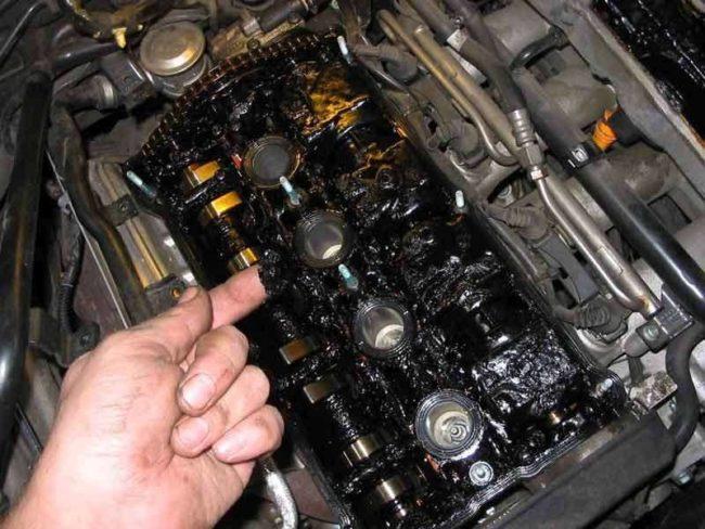 Отложения на деталях двигателя