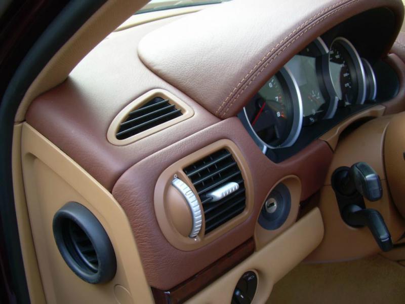 Porsche Cayenne, перетяжка торпеды в кожу
