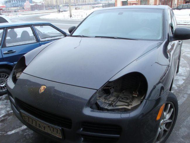 Автомобиль после кражи фар