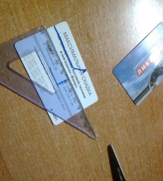 Пластиковая карточка и линейка