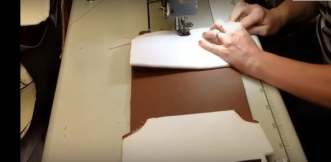 Фрагменты чехла сшиваются