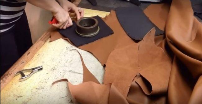 Раскройка нового чехла из кожи