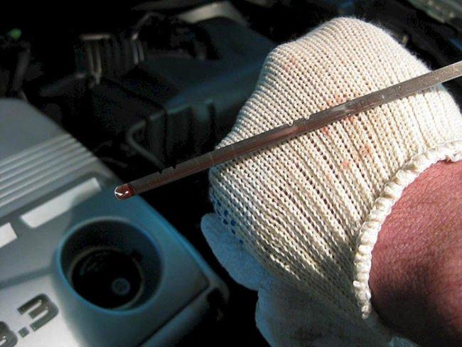 Недостаточный уровень смазки в двигателе автомобиля