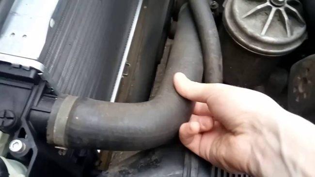 Проверка патрубков системы охлаждения