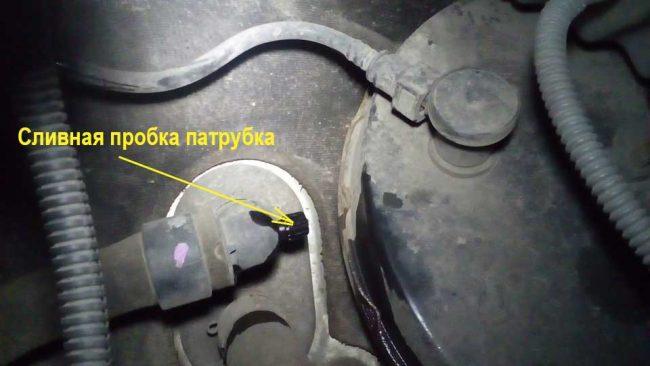 Пробка входящего патрубка печки