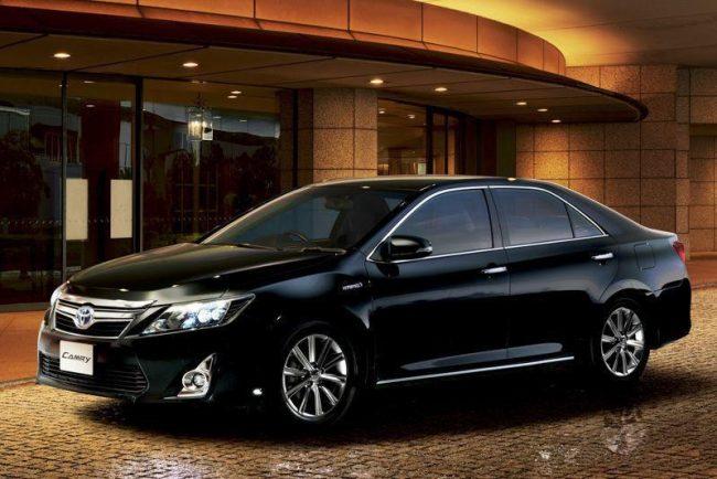 Черная Toyota Camry