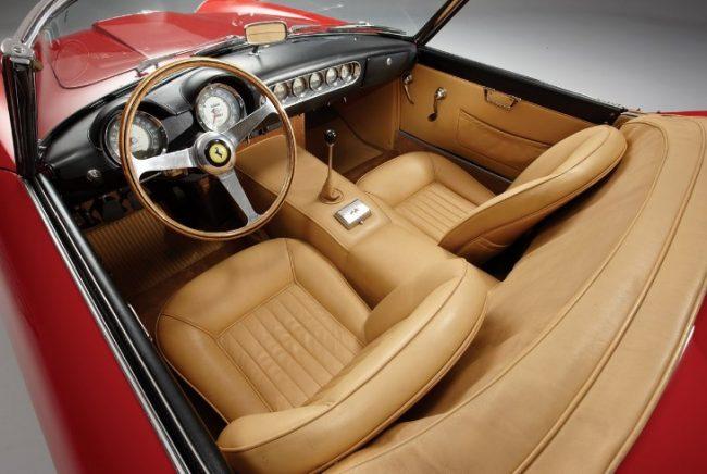 Ferrari 250 GT Spyder — салон