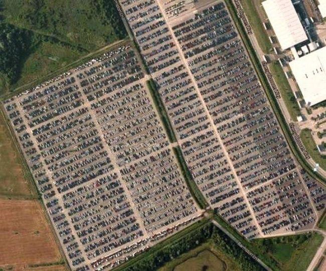 Кладбище новых автомобилей в Валенсии