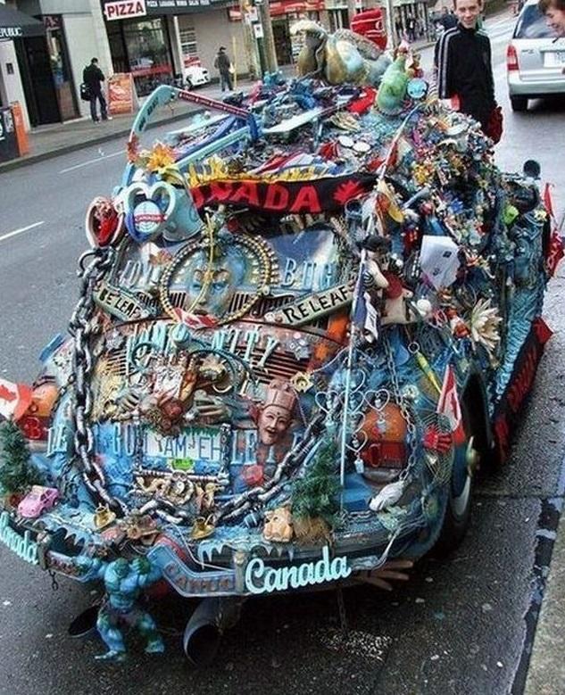 Нелепо украшенный автомобиль