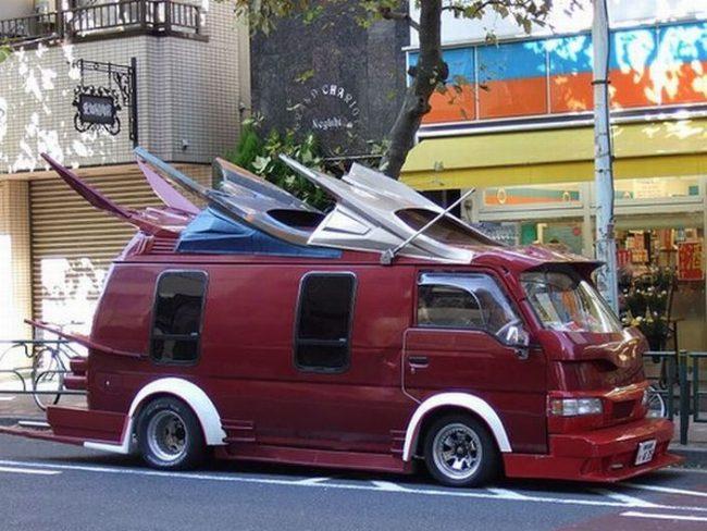 Микроавтобус с необычной крышей