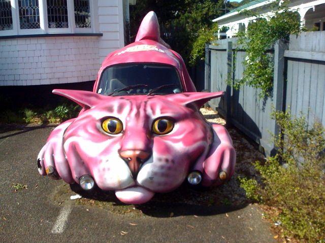 Авто в виде розового кота