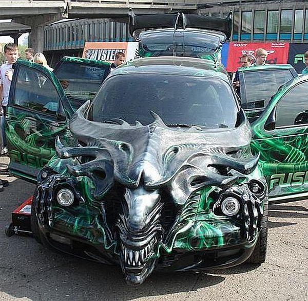 Автомобиль в виде монстра