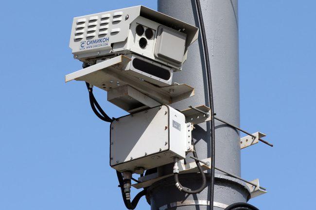 Видеокамера наблюдения за дорогой