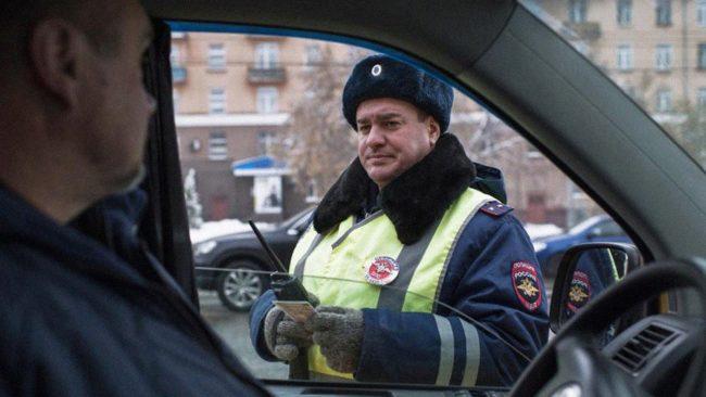 Инспектор ГИБДД обнаружил, что водительское удостоверение просрочено