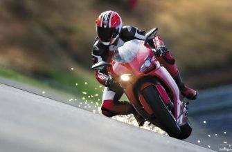 Мотоциклист в вираже